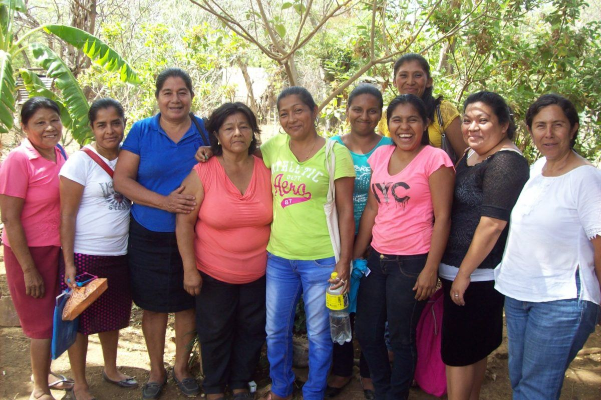 Photograph of the group of women that comprises CEPROSI.