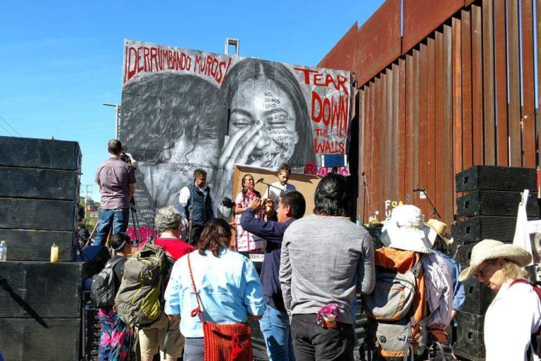 Picture of protesters at the border in Nogales.